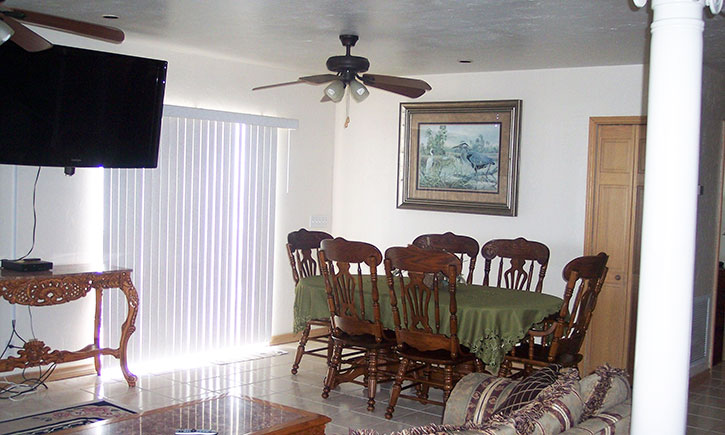 Living Room O Dining Full Kitchen Laundry 3 Queen Beds 1 Bed Pull Out Sofa Washer Dryer 4 Flatscreen TVs Whirlpool Tub